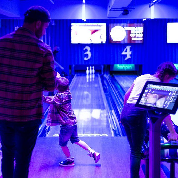 Tenpin family bowling